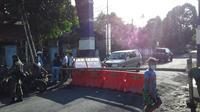 Ruas Jalan perbatasan Desa Klabat menuju Kelurahan Karondoran yang ditutup selama dua pekan.