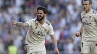 Gelandang Real Madrid, Isco, melakukan selebrasi usai membobol gawang Celta Vigo pada laga La Liga 2019 di Stadion Santiago Bernabeu, Sabtu (16/3). Real Madrid menang 2-0 atas Celta Vigo. (AP/Paul White)
