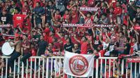 Suporter PSM Makassar pada awal-awal babak pertama leg kedua semifinal Zona ASEAN Piala AFC 2019 di Stadion Pakansari, Kabupaten Bogor, Rabu (26/6/2019) WIB. (Bola.com/Muhammad Iqbal Ichsan)
