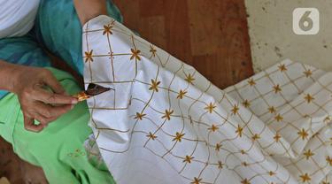 FOTO: Proses Pembuatan Batik Marunda