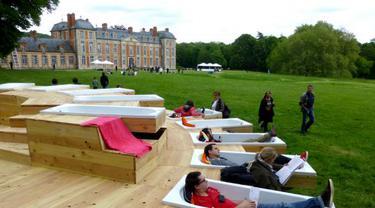 Taman di Paris Punya Bak Mandi Untuk Bersantai