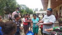 Warga Kota Jayapura dianjurkan untuk cuci tangan sesering mungkin untuk mencegah corona COVID-19. (Liputan6.com/Polresta Jayapura Kota/Katharina Janur)