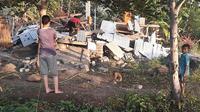 Rereuntuhan bangunan rumah setelah gempa tektonik berkekuatan magnitudo 6,4 mengguncang Lombok, Sumbawa, dan Bali, Minggu (29/7). (HO/NUSA TENGGARA BARAT DISASTER MITIGATION AGENCY/AFP)