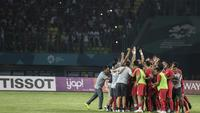 Para pemain Timnas Indonesia merayakan kemenangan atas Taiwan pada laga Grup A Asian Games di Stadion Patriot, Jawa Barat, Minggu (12/8/2018). Indonesia menang 4-0 atas Taiwan. (Bola.com/Vitalis Yogi Trisna)