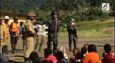 TNI berhasil membebaskan 17 guru yang disandera kelompok kriminal bersenjata. Guru-guru ini bertugas di 2 kampung yang dikuasai kelompok kriminal bersenjata.
