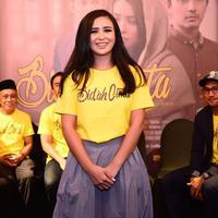 Cita-cita Ayushita untuk bekerudung terwujud lewat film Bid'ah Cinta. (Nurwahyunan/Bintang.com)