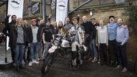 Pria asal Inggris bernama Henry Crew mencoba melakukan perjalanan keliling dunia dengan menggunakan sepeda motor. (Ride Apart)