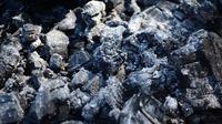 ilustrasi abu batu bara. (dok. Andraberila/Pixabay/Tri Ayu Lutfiani)