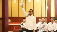 Menteri Ketenagakerjaan M. Hanif Dhakiri memberikan pengarahan kepada 277 Calon Pegawai Negeri Sipil (CPNS) Kemnaker saat membuka pelatihan dasar CPNS di ruang Serbaguna Kemnaker Jakarta, Senin (8/4/2019).