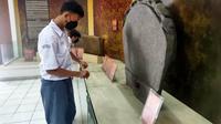 Para pelajar di Palembang Sumsel saat berkunjung ke Museum Negeri Sumsel, dengan menerapkan prokes ketat (Liputan6.com / Nefri Inge)