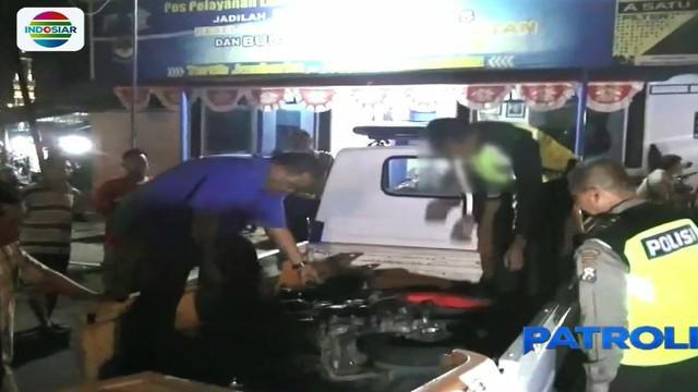 Sopir yang diduga dalam kondisi mabuk melarikan diri usai menabrak tiga sepeda motor di kawasan Jalan Raya Kecamatan Tanggul Jember.