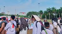 Para Peserta Reuni 212 Terlihat Mulai Meninggalkan Kawasan Monas, Jakarta Pusat, Senin (2/12/2019). (Foto: Rizki Putra Aslendra/Liputan6.com)