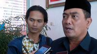 Wali Kota Cirebon Nasrudin Azis mengajak warga berdialog daripada demonstrasi di Jakarta. (Liputan6.com/Panji Prayitno)