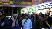 Presiden Joko Widodo mengajak Managing Director International Monetary Fund (IMF) Christine Lagarde berkunjung alias blusukan ke Pasar Tanah Abang, Jakarta pada Senin (26/2/2018).(Liputan6.com/Septian Deny)