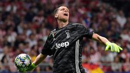 Wojciech Szczesny - Pemain senior ini mendapat bayaran 211 ribu pounds per pekan di Juventus usai meneken kontrak baru pada 2020 lalu. Meski sering mendapat kritik dari fans Bianconeri. Namun, dia tetap mendapat kepercayaan penuh di bawah mistar gawang Si Nyonya Tua. (Foto: AFP/Javier Soriano)