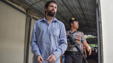 Terdakwa penyelundup narkotika jenis sabu warga negara Prancis, Dorfin Felix bersiap menjalani sidang vonis di Pengadilan Negeri Mataram, Lombok, Senin (20/5/2019). Majelis Hakim menjatuhkan vonis hukuman mati kepada Dorfin yang sebelumnya dituntut hukuma