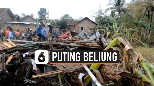 Puluhan rumah di Kabupaten Pringsewu, Lampung rusak diterjang putting beliung, Kamis (17/10/2019) sore.