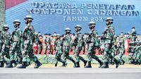 Presiden Joko Widodo (Jokowi) memimpin upacara penetapan Komponen Cadangan TNI 2021. (Foto: Sekretariat Presiden)
