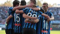 Skuat Atalanta merayakan keberhasilan mengalahkan Udinese dengan skor telak 7-1. (Dok. Twitter/Atalanta_BC)