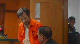 Terdakwa teroris jaringan ISIS Imam Santosa ipar Dwi Djoko Wiwoho usai menjalani sidang dengan agenda putusan di Pengadilan Negeri Jakarta Barat, Selasa (22/5). Hakim menjatuhkan vonis 4 tahun penjara terhadap dirinya. (Merdeka.com/Imam Buhori)