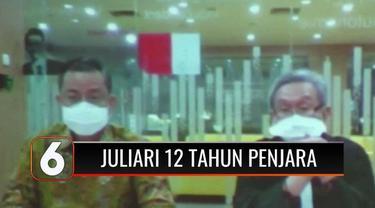 Juliari terdiam usai vonisnya dibacakan, ia divonis 12 tahun penjara dimana setahun lebih berat dari tuntutan jaksa, dan denda sebesar Rp 500 juta.