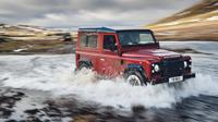 Land Rover Defender Works V8 beraksi(Carscoops)