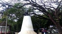 Patung Dewi Sartika di Taman Balai Kota, Jalan Wastukencana, Kota Bandung, Jawa Barat. (Liputan6.com/Huyogo Simbolon)