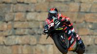 Pembalap Aprilia Gresini, Maverick Vinales, menjadi yang tercepat pada sesi latihan bebas pertama (FP1) MotoGP San Marino yang digelar di Sirkuit Marco Simoncelli, Jumat (17/9/2021) sore WIB.(AFP/Lluis Gene)