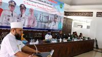 Wali Kota Bengkulu Helmi Hasan tertarik dengan program Bupati Ngantor di Desa atau Bunga Desa yang dilakukan Bupati Muara Enim Sumatra Selatan. (Liputan6.com/Yuliardi Hardjo)