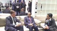 Perdana Menteri Belanda Mark Rutte, Presiden Jokowi, dan Menlu Retno LP Marsudi menggelar pertemuan di sela KTT Perubahan Iklim di Paris, Prancis, Senin (30/11/2015). (Setpres RI/Rusman)