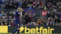 Klub asal China, Tianjin Quanjian, mengaku sama sekali tak berniat mendatangkan gelandang Barcelona, Andres Iniesta. (AFP/Luis Gene)