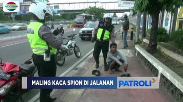 Seorang pria diamankan polisi karena tertangkap tangan mencuri sepasang kaca spion mobil yang sedang melintas di Tanjung Duren, Jakarta Barat. Satu pelaku lainnya melarikan diri.