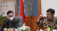 Menteri Pertanian Syahrul Yasin Limpo (kanan) dan Kepala BPPSDMP Dedi Nursyamsi (kiri) menghadiri halal bihalal bersama jajaran Badan Penyuluhan dan Pengembangan Sumber Daya Manusia Pertanian (BPPSDMP), Jumat (21/5/2021). (Ist)