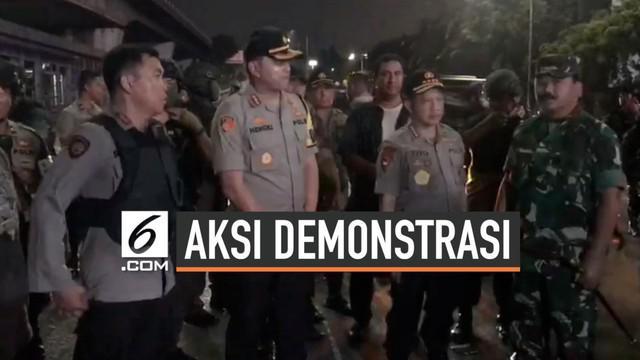 Kericuhan pecah saat massa gelar demonstrasi hari Rabu (25/9/2019) di sekitar gedung DPR. Kapolri dan Panglima TNI datangi pantau penanganan aksi demonstrasi di lokasi kejadian.