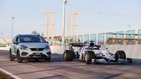 Honda Motor Europe Ltd. akan mengaplikasikan mesin hybrid berdasarkan teknologi mobil balap pada Honda Jazz terbaru. Siap meluncur akhir tahun, pabrikan asal Jepang ini merancang Hybrid Power Unit (PU) kedalam sistem hybrid terbarunya, e:HEV.