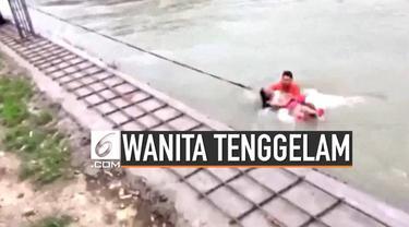 Beberapa pemadam kebakaran di China coba menyelamatkan wanita yang tenggelam dan terseret arus sungai yang deras. Korban diketahui tak sengaja terjatuh.