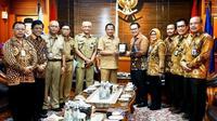 Menteri Dalam Negeri Tito Karnavian mendukung Pendataan Keluarga Tahun 2020 saat menerima audiensi Kepala BKKBN Hasto Wardoyo di Gedung A Kantor Kementerian Dalam Negeri Jalan Merdeka Utara, Jakarta, Selasa (21/1/2020). (Dok Badan Kependudukan dan Keluarga Berencana Nasional/BKKBN)