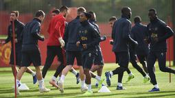 Pemain Manchester United (MU) saat berlatih di Aon Training Complex, Manchester, Inggris, Senin (22/10). MU akan menjamu Juventus di Grup H Liga Champions pada Selasa (23/10/2018) atau Rabu (24/10/2018) dini hari WIB. (Oli SCARFF/AFP)