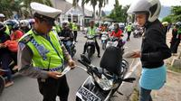 Melalui operasi ini, masyarakat diharapkan dapat melihat sosok polisi yang bersih dan bermartabat.