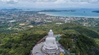 Foto dari udara menunjukkan patung Buddha Raksasa di Phuket, Thailand, 14 September 2020. Phuket, pulau terbesar di Thailand, terletak di pantai barat negara tersebut di Laut Andaman. (Xinhua/Zhang Keren)