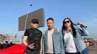 Pakar digital branding Soegimitro berkolaborasi bersama Vicky Prasetyo dan Kalina Ocktarannya (ist)