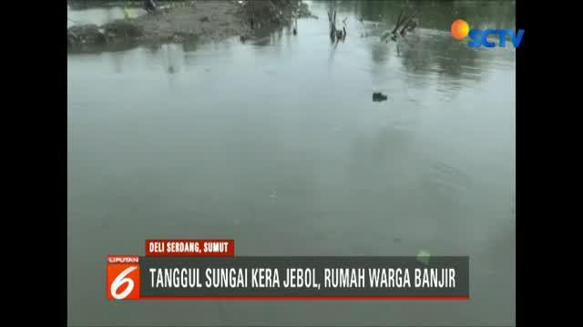 Ratusan rumah warga serta ratusan hektar lahan pertanian pun terendam banjir dengan ketinggian air mencapai lebih dari satu meter.