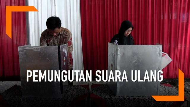 Pemungutan suara ulang digelar di dua TPS yakni di TPS 24 Desa Dukuhwringi dan TPS 04 di Desa Blubuk, Kabupaten Tegal, Jawa Tengah.