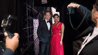 Tom Hiddleston dipasangkan dengan Priyanka Chopra di ajang penghargaan Emmy Awards 2016, dan keduanya sangat mesra.