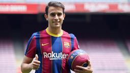 Eric García - Jebolan La Masia ini kemungkinan besar akan menjajal El Clasico perdananya pada akhir pekan nanti. Pemain muda ini telah menjelma menjadi bek tangguh yang patut diperhitungkan barisan lini depan Real Madrid. (AFP/Lluis Gene)