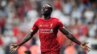 6. Sadio Mane (Liverpool) - Peraih sepatu emas Premier League musim lalu ini mempunyai kecepatan yang bisa membuat bek lawan kewalahan. Striker Liverpool ini memliki kecepatan 94. (AFP/Bulent Kilic)