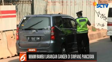 Tidak ada rambu larangan di Underpass Pancoran saat pengemudi hendak berbelok ke Jalan Jenderal Gatot Subroto.