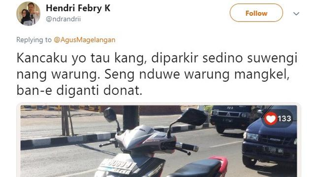 ban motor diganti donat (foto: twitter/@ndrandrii)