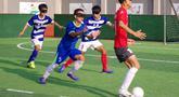 Pemain tim sepak bola tunanetra Provinsi Jiangsu mengikuti latihan di Nantong di provinsi Jiangsu timur China (19/8/2019). Tim yang pemainnya penyandang tunanetra ini tidak perlu khawatir jika cedera, mereka semua adalah tukang pijat. (Cheng Yajing/Jiangsu Provincial Blind Football Team/AFP)