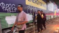 Massa aksi menolak Perppu Ormas meninggalkan Gedung DPR (Liputan6.com/ Muhammad Pradityo Priyasmoro)